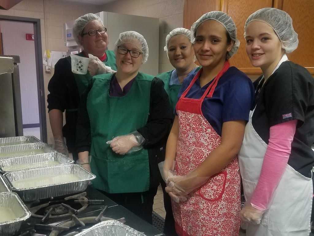 Ross Medical Education Center Owensboro Serves Helping Hands Kitchen